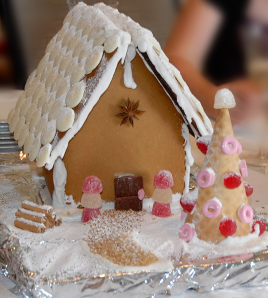Gingerbread house with star